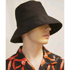 SIGNATURE UNISEX OVER BUCKET HAT[BLACK]