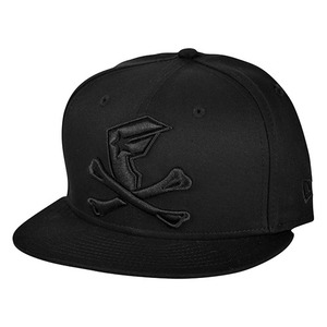 FAMOUS BONES AND BADGE NE SNAPBACK BLK