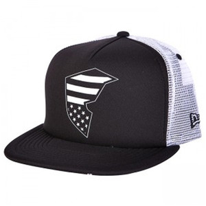 FAMOUS Flag badge trucker
