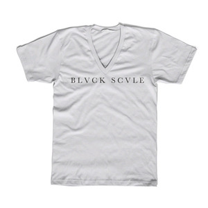 BLACK SCALE Triple Templar V-Neck White
